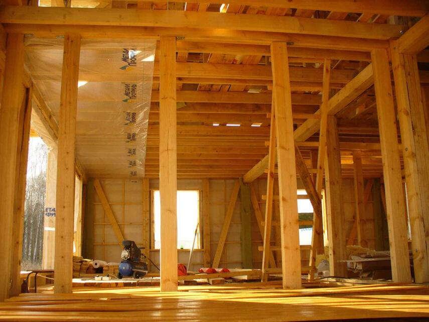 Какая толщина должна быть у стен у каркасного дома?