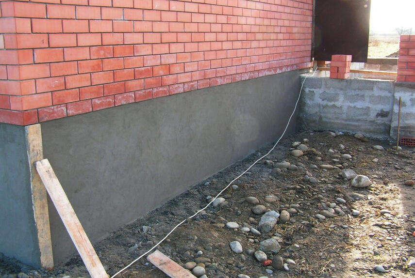Как оштукатурить кирпичный цоколь дома - этапы работы, инструкция, советы каменщиков