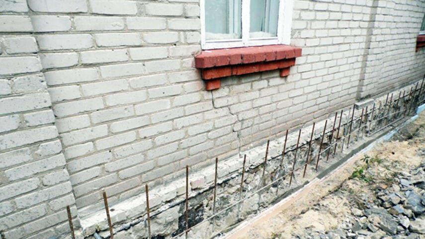 Ремонт цоколя кирпичного дома - капитальный, частичный, инструкция, советы каменщиков