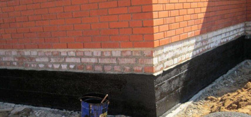 Гидроизоляция цоколя из кирпича - горизонтальная, вертикальная, инструкция, советы каменщиков