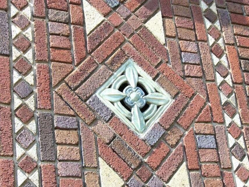 Мозаика кирпичиками - подготовка, особенности кладки, инструкция, советы каменщиков