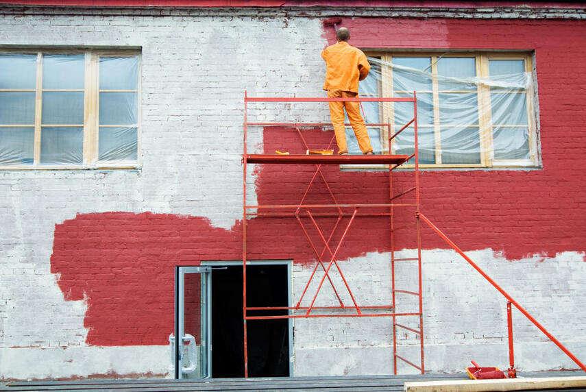 Чем покрасить кирпичный дом снаружи - виды краски, инструкция, советы каменщиков