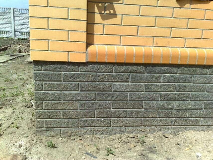 Облицовка цоколя кирпичом - материалы, проведение работ, инструкция, советы каменщиков