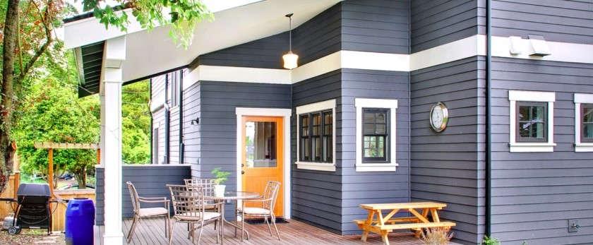 Как правильно защитить и покрасить фасад деревянного дома