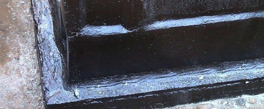 Обработка фундамента битумной мастикой для гидроизоляции