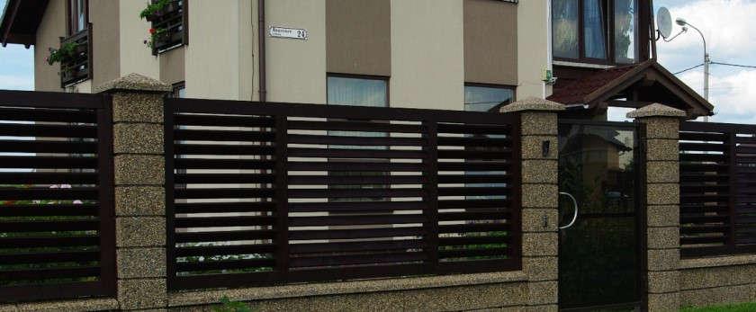 Какой забор выбрать для участка загородного дома