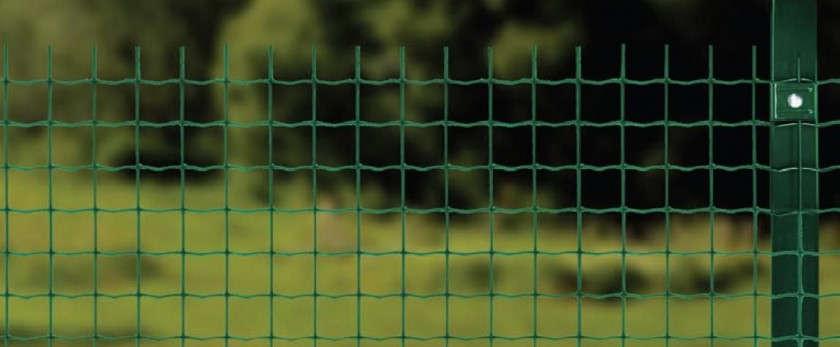 Рулонная сварная сетка для забора на дачном участке