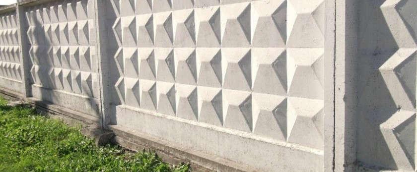 Забор из бетонных плит: виды и строительство