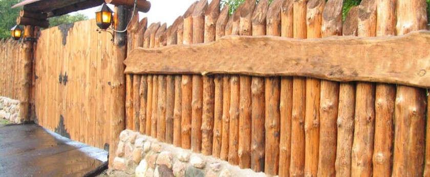 Забор из бревен своими руками: фото