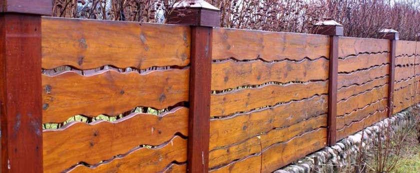 Забор из обрезной доски своими руками: фото примеры