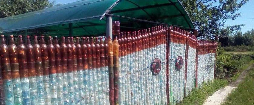 Забор из пластиковых бутылок своими руками: фото и видео разновидностей