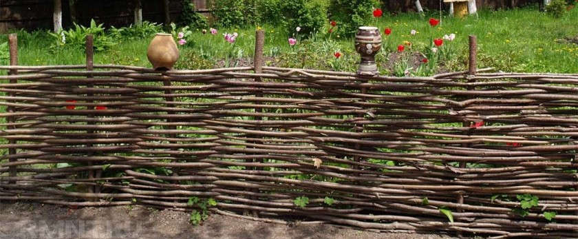 Забор из веток своими руками: плетение, фото вариантов