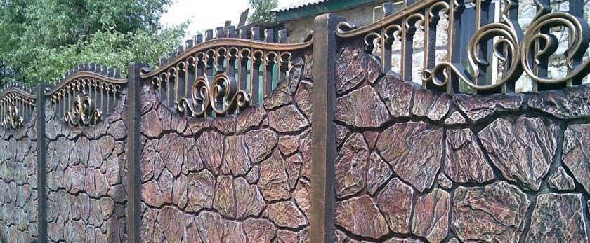 Железобетонный забор: преимущества, особенности монтажа и изготовления
