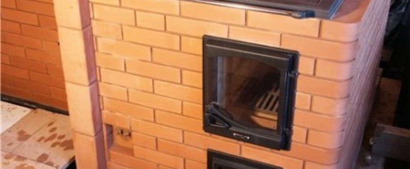 Тепло и сытно: отопительно-варочные печи с духовкой из кирпича и металла