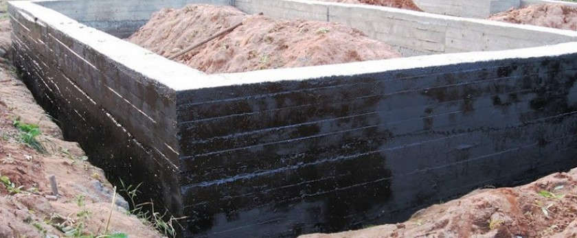 Выбор и нанесение обмазочной гидроизоляции на фундамент
