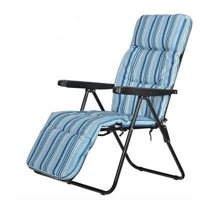 Купить Кресло с подножкой складное 5 позиций цвет бело-синий дешевле