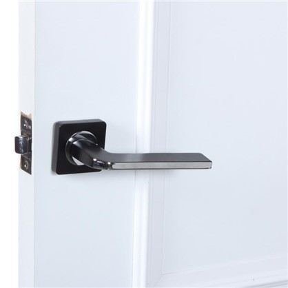 Ручка дверная на розетке КЕРАСКО цвет черный/хром